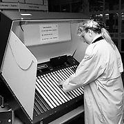 Tellen van de stemmen verkiezingen 1990 in het gemeentehuis van Huizen + stemmen per stemcomputer