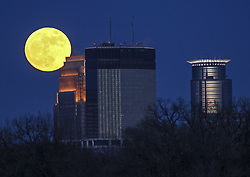 January 1, 2018 - Minneapolis, MN, USA - Supermoon rising over Minneapolis Monday night. It's the first of three super moons we'll be able to see in the coming months. Monday nights full Moon will be the biggest and brightest of 2018. Called the Wolf Moon, we're calling it our #NewYearsDay Moon and the most super of the three supermoons this winter. Happy #MoonCrushMonday! https://svs.gsfc.nasa.gov/4604  The supermoon will appear 14% bigger and 30% brighter than the July 27 full Moon, occurring at the farthest point in the Moon's orbit. Use the interactive Dial-A-Moon to see the difference in apparent size. https://svs.gsfc.nasa.gov/4604 ..BRIAN PETERSON • brian.peterson@startribune.com..Minneapolis, MN  01/01/2018. (Credit Image: © Brian Peterson/Minneapolis Star Tribune via ZUMA Wire)