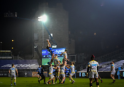 Josh McNally of Bath Rugby wins a lineout - Mandatory by-line: Andy Watts/JMP - 08/01/2021 - RUGBY - Recreation Ground - Bath, England - Bath Rugby v Wasps - Gallagher Premiership Rugby