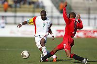 Fotball<br /> African Nations Cup 2004<br /> Afrika mesterskapet 2004<br /> Foto: Digitalsport<br /> NORWAY ONLY<br /> <br /> FIRST ROUND - GROUP B - 040130<br /> SENEGAL v KENYA<br /> HENRY CAMARA (SEN OG WOLVERHAMPTON)<br /> BRIAN TITUS MULAMA (KEN)