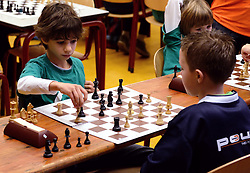 12-01-2013 SCHAKEN: SCHOOLSCHAAK TOERNOOI 2012: MAARSSEN<br /> De Pionier doet met 16 andere scholen uit de Stichtse Vecht mee aan het schoolschaak toernooi / Maik<br /> ©2013-FotoHoogendoorn.nl