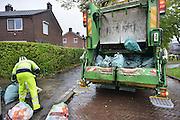 Nederland, Nijmegen, 21-10-2014Vuilnis ophalen door de gemeentelijke milieudienst DAR in Lent.FOTO: FLIP FRANSSEN/ HOLLANDSE HOOGTE