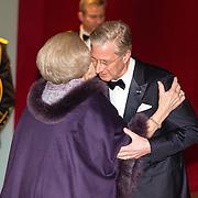 NLD/Amsterdam/20161129 - Staatsbezoek dag 2, contraprestatie Belgische koningspaar, Koning Filip en Koningin Mathilde begroeten prinses Beatrix