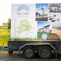 Publicatie architectuurreportage op straatpaneel / Publication of architecture photography on road panel © Jürgen de Witte - www.jurgendewitte.be