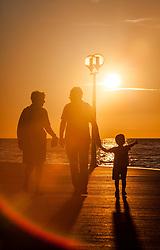 THEMENBILD - URLAUB IN KROATIEN, eine Touristen Familie mit Kind spazieren entlang der Strand Promenade bei Sonnenuntergang, aufgenommen am 03.07.2014 in Porec, Kroatien // a tourist family with child walks along the beach promenade at sunset at Porec, Croatia on 2014/07/03. EXPA Pictures © 2014, PhotoCredit: EXPA/ JFK