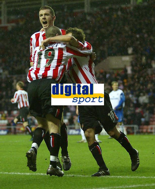 Fotball<br /> FA Cup England 2004/2005<br /> 3. runde<br /> 08.01.2005<br /> Foto: SBI/Digitalsport<br /> NORWAY ONLY<br /> <br /> Sunderland v Crystal Palace<br /> <br /> Sunderland's Marcus Stewart (R), Stephen Elliott (#19) and Neill Collins (L) celebrate the equaliser scored by Andy Welsh