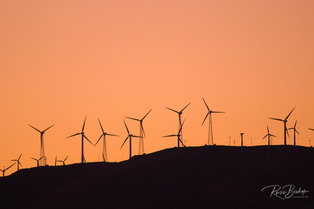 Wind turbines at the Tehachapi Wind Farm (2nd largest in the world) at sunset, Tehachapi Mountains, California