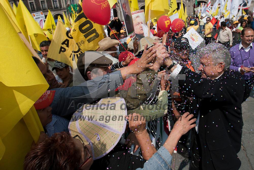TOLUCA, Mexico.- Andres Manuel Lopez Obrador concluyo con un mitin, realizado en la plaza de Los Martires de Toluca, la denominada Gira de la Lealtad que realizo por los municipios del Estado de Mexico. Agencia MVT / Mario Vazquez de la Torre. (DIGITAL)