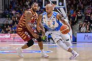 DESCRIZIONE : Campionato 2015/16 Serie A Beko Dinamo Banco di Sardegna Sassari - Umana Reyer Venezia<br /> GIOCATORE : David Logan<br /> CATEGORIA : Palleggio Penetrazione<br /> SQUADRA : Dinamo Banco di Sardegna Sassari<br /> EVENTO : LegaBasket Serie A Beko 2015/2016<br /> GARA : Dinamo Banco di Sardegna Sassari - Umana Reyer Venezia<br /> DATA : 01/11/2015<br /> SPORT : Pallacanestro <br /> AUTORE : Agenzia Ciamillo-Castoria/L.Canu