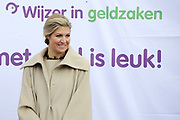 Koningin Maxima geeft startsein Week van het geld op de basisschool OBS West in Capelle aan de IJssel. <br /> <br /> Queen Maxima launches Money Week at the primary public school  in Capelle aan den IJssel.<br /> <br /> Op de foto / On the photo:  Koningin Maxima / Queen Maxima
