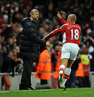Fotball<br /> England<br /> Foto: Fotosports/Digitalsport<br /> NORWAY ONLY<br /> <br /> Mikael Silvestre Celebrates Scoring Goal in front of Manager Arsene Wenger<br /> Arsenal 2008/09<br /> Arsenal V Tottenham Hotspur 29/10/08<br /> The Premier League