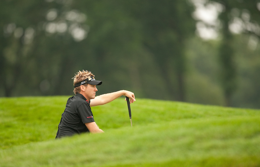 FARMINGDALE, NY - JUNE 19:  Ian Poulter reads the green during the continuation of the first round of the 109th U.S. Open Championship on the Black Course at Bethpage State Park on Friday, June 19, 2009. (Photograph by Darren Carroll) *** Local Caption *** Ian Poulter