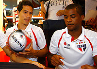 20091124: SAO PAULO, BRAZIL - Sao Paulo players sign autographs at Reebook store in Morumbi Stadium. In picture: Hernanes and Rodrigo. PHOTO: CITYFILES