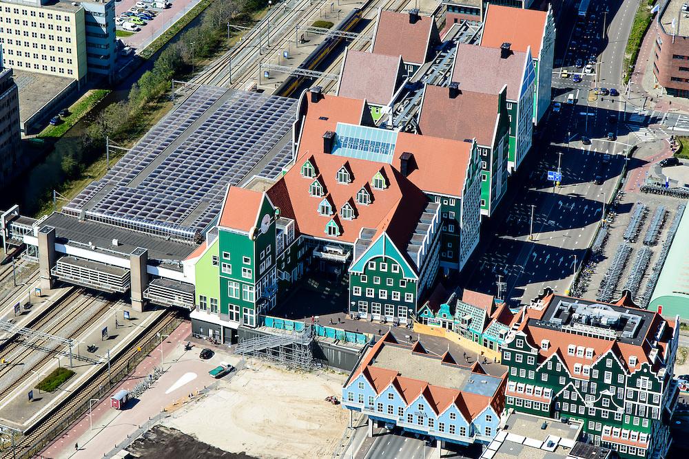 Nederland, Noord-Holland, Zaandam, 20-04-2015; Inverdan, nieuwe stadscentrum Zaandam, masterplan Sjoerd Soeters. Station en Stadhuis. Het Zaanse huisjeshotel (rechtsonder) - Inntel Hotel - is een ontwerp Wilfried van Winden.<br /> New center of the city of Zaandam, developed according to the master plan by architect Sjoerd Soeters. Train station and city hall. The hotel built in a postmodern version of the style of the historic houses of Zaandam - Inntel Hotel - was designed by Wilfried van Winden.<br /> luchtfoto (toeslag op standard tarieven);<br /> aerial photo (additional fee required);<br /> copyright foto/photo Siebe Swart