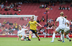 Kim Little of Arsenal passes the ball under pressure - Mandatory by-line: Arron Gent/JMP - 28/07/2019 - FOOTBALL - Emirates Stadium - London, England - Arsenal Women v Bayern Munich Women - Emirates Cup