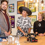 NLD/Utrecht/20190905 - Maxima bij 40 jaar bestaan De Kindertelefoon, Koningin Maxima praat met vrijwilligers