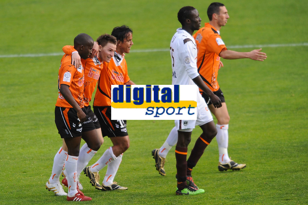 Fotball<br /> Frankrike<br /> Foto: Dppi/Digitalsport<br /> NORWAY ONLY<br /> <br /> FOOTBALL - FRENCH CHAMPIONSHIP 2009/2010 - L1 - FC LORIENT v GIRONDINS BORDEAUX - 24/04/2010<br /> <br /> JOY KEVIN GAMEIRO (FCL) AFTER HIS GOAL HE IS CONGRATULATED BY SIGAMARY DIARRA AND MARAMA VAHIRUA / DESPERATE LUDOVIC SANE (BOR)