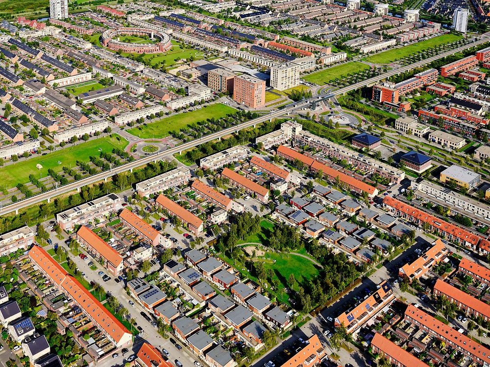 Nederland, Zuid-Holland, Zoetermeer, 14-09-2019; de wijk Oosterheem met tracé van de RandstadRail, sneltram / light rail.<br /> The Oosterheem district with the RandstadRail route, express tram, light rail.<br /> luchtfoto (toeslag op standard tarieven);<br /> aerial photo (additional fee required);<br /> copyright foto/photo Siebe Swart
