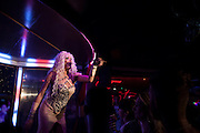 "travestite show in ""Finalmente ""bar"