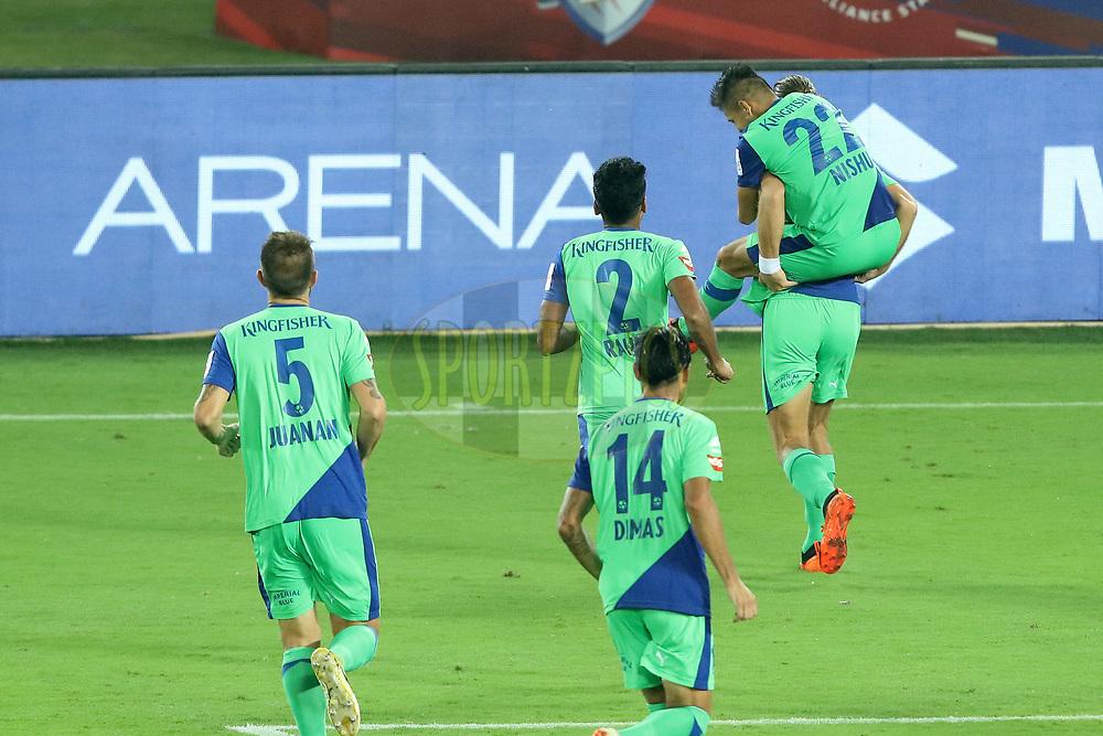 Bengaluru FC players celebrating during match 24 of the Hero Indian Super League 2018 ( ISL ) between ATK and Bengaluru FC held at the Yuba Bharati Krirangan stadium (Salt Lake Stadium) in Salt Lake Kolkata, India on the 31st October<br /> <br /> Photo by Saikat Das /SPORTZPICS for ISL