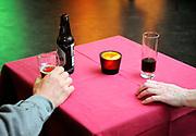 Nederland, Beuningen, 26-4-2018Voor 40-plussers is een singles-party georganiseerd in het plaatselijk sociaal-cultureel centrum. Er kon op 70 en 80-er jaren muziek worden gedanst.Foto: Flip Franssen