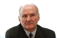 04 FEB 1998, BONN/GERMANY:<br /> Dr. Claus Hipp, Hipp Werke Georg Hipp & Co. KG, Vizepräsident der Indusrtie- und Handelskammer München und Oberbayern, Pressekonferenz zu Öko Audit, DIHT<br /> IMAGE: 19980204-02/01-26