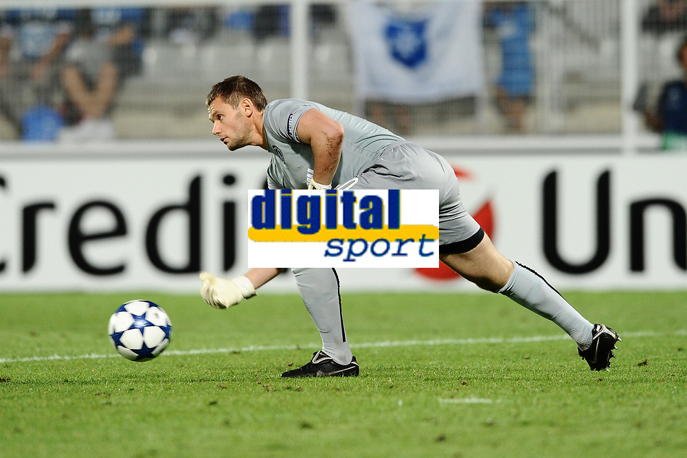 FOOTBALL - CHAMPIONS LEAGUE 2010/2011 - PLAY OFF - 2ND LEG - AJ AUXERRE v ZENIT ST PETERSBURG - 25/08/2010 - PHOTO GUY JEFFROY / DPPI - YURI ZHEVNOV (ZEN)