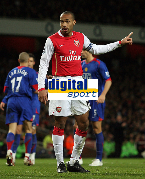 """Photo: Paul Thomas.<br /> Arsenal v Manchester United. The Barclays Premiership. 21/01/2007.<br /> <br /> Thierry Henry of Arsenal lays down the tactics to his players, """"down the other end boys and we can win""""."""