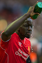 13.09.2014, Anfield, Liverpool, ENG, Premier League, FC Liverpool vs Aston Villa, 4. Runde, im Bild Liverpool's Mamadou Sakho pours water on his head // during the English Premier League 4th round match between Liverpool FC and Aston Villa at Anfield in Liverpool, Great Britain on 2014/09/13. EXPA Pictures © 2014, PhotoCredit: EXPA/ Propagandaphoto/ David Rawcliffe<br /> <br /> *****ATTENTION - OUT of ENG, GBR*****