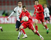 Fotball<br /> 01.03.2006<br /> Foto: Witters/Digitalsport<br /> NORWAY ONLY<br /> <br /> v.l. Carlos Bocanegra USA, Tomasz Frankwoski<br /> Laenderspiel USA - Polen