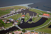 Nederland, Groningen, Termunterzijl, 08-09-2009; dorp aan de Eems met jachthaven. Waterstaatkundige geschiedenis in beeld: in het midden de oude sluizen en het gemaal, boven in beeld de nieuwe dijk - op deltahoogte - met nieuwe sluizen. Het gemaal Rozema (r) vervangt het oudere gemaal Cremer in verband met de bodemdaling ten gevolge van aardgaswinning.<br />