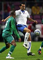 Fotball<br /> Privatlandskamp<br /> 16.11.2005<br /> Italia v Elfenbenskysten <br /> Foto: Graffiti/Digitalsport<br /> NORWAY ONLY<br /> <br /> Gianluca Zambrotta Italy Bonaventura Kalou Cote d'Ivoire