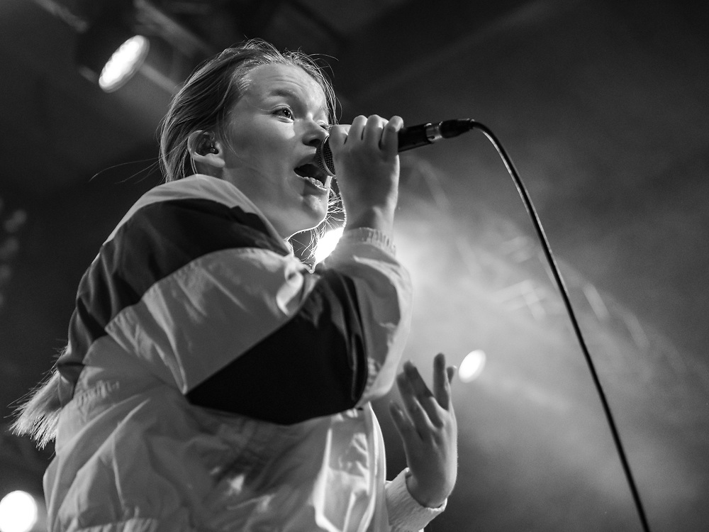 Norwegian singer-songwriter Halie supporting Sigrid at Live Music Hall in Cologne