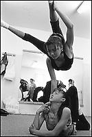Mongolie - Oulaan Bator - Ecole de contorsionniste // School of contortion - Ulaan Batar - Mongolia