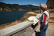 USA, Oregon, Columbia Gorge National Scenic Area, Mitchell Point, tourist. MR