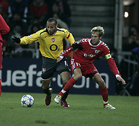 Photo: Barry Bland.<br />FC Thun v Arsenal. UEFA Champions League. 22/11/2005.<br />Silvan Aegerter and Thierry Henry.