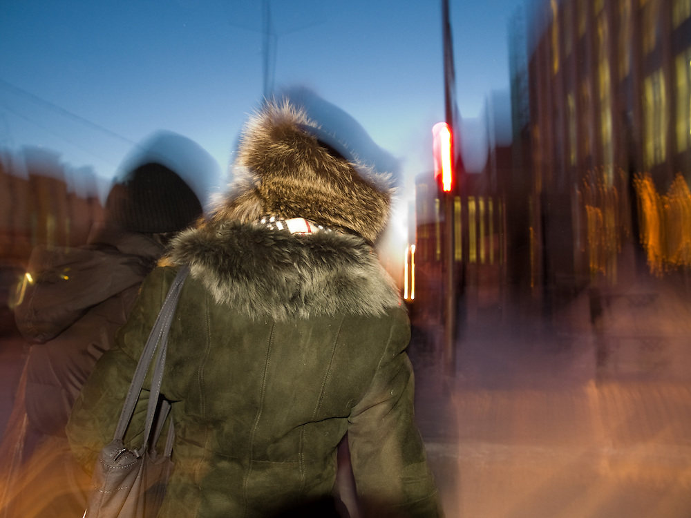 Zwei junge Frauen eingehuellt in warme Kleidung in der sibirischen Stadt Jakutsk bei einer Temperatur von -30 Grad Celsius.<br /> <br /> Two young women wrapped in warm clothes are walking the streets of Yakutsk during a temperature of -30 degrees Celsius. Yakutsk is a city in the Russian Far East, located about 4 degrees (450 km) below the Arctic Circle. It is the capital of the Sakha (Yakutia) Republic (formerly the Yakut Autonomous Soviet Socialist Republic), Russia and a major port on the Lena River. Yakutsk is one of the coldest cities on earth, with winter temperatures averaging -40.9 degrees Celsius.