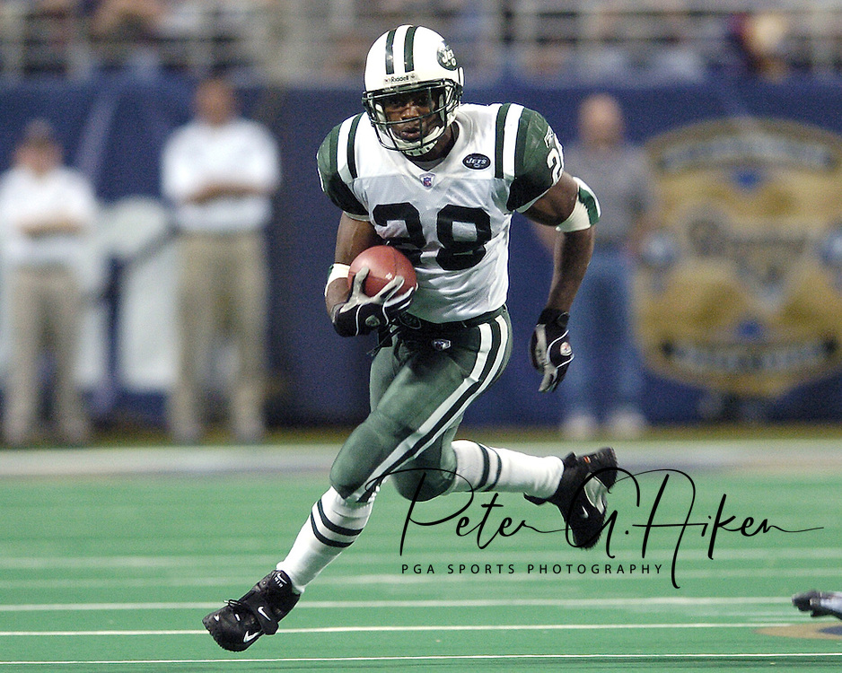 New York Jets running back Curtis Martin rushes up field late in the fourth quarter against the St. Louis Rams.  The Jets lost in overtime to the Rams 32-19 in St. Louis, Missouri, January 2, 2005.