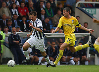 Fotball. Premier League. 24.08.2002.<br /> West Bromwich Albion v Leeds 1-3.<br /> Eirik Bakke, Leeds United.<br /> Scott Dobie, WBA.<br /> Foto: Matthew Impey, Digitalsport