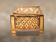 Minoan  pottery coffin chest coffin with gabled lid decorated with a net pattern,  Tylissos-Panokklisia 1350-1250 BC, Heraklion Archaeological  Museum. .<br /> <br /> If you prefer to buy from our ALAMY PHOTO LIBRARY  Collection visit : https://www.alamy.com/portfolio/paul-williams-funkystock/minoan-art-artefacts.html . Type -   Heraklion   - into the LOWER SEARCH WITHIN GALLERY box. Refine search by adding background colour, place, museum etc<br /> <br /> Visit our MINOAN ART PHOTO COLLECTIONS for more photos to download  as wall art prints https://funkystock.photoshelter.com/gallery-collection/Ancient-Minoans-Art-Artefacts-Antiquities-Historic-Places-Pictures-Images-of/C0000ricT2SU_M9w