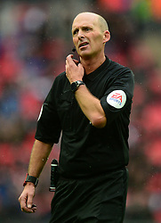 Referee Mike dean - Mandatory by-line: Alex James/JMP - 06/10/2018 - FOOTBALL - Wembley Stadium - London, England - Tottenham Hotspur v Cardiff City - Premier League