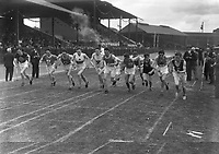 H2602<br /> Aonach Tailteann Athletics. Runners competing in race.<br /> 1932 (Part of the Independent Newspapers Ireland/NLI Collection)