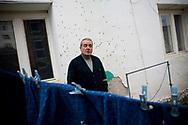 01032008. Mitrovica nord. Adem Mripa, 62 ans, ancien professeur de géographie, est le chef de la communauté albanaise de l'enclave serbe de Mitrovica nord où vivent quelques centaines d'Albanais. Modéré, il a tenté de fédérer les différentes communautés après la guerre et est aujourd'hui un interlocuteur important pour la KFOR. Mais son action dérange, il a reçu 5 grenades dans sa cour intérieure depuis 2001.