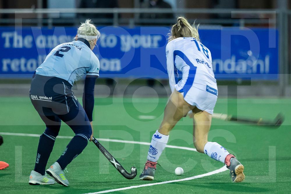 Laren, Hoofdklasse Hockey Dames, Seizoen 2020-2021, 15-04-2021, Laren - Kampong 2-1, Margot Zuidhof (Kampong) haalt uit voor de 1-1.<br /><br /> COPYRIGHT WORLDSPORTPICS WILLEM VERNES