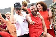 De jaarlijkse Canal Parade is onderdeel van de Amsterdam Gay Pride. Tijdens dit evenement vieren lesbiennes, homos, biseksuelen en transgenders (LHBT) dat ze mogen zijn wie ze zijn en mogen houden van wie ze willen. <br /> <br /> The annual Canal Parade is part of the Amsterdam Gay Pride. During this event lesbians, homosexuals, bisexuals and transgenders (LGBT) celebrate that they can be who they are and are allowed to love who they want.<br /> <br /> Op de foto / On the photo:  Everon Jackson Hooi en Mark van Eeuwen