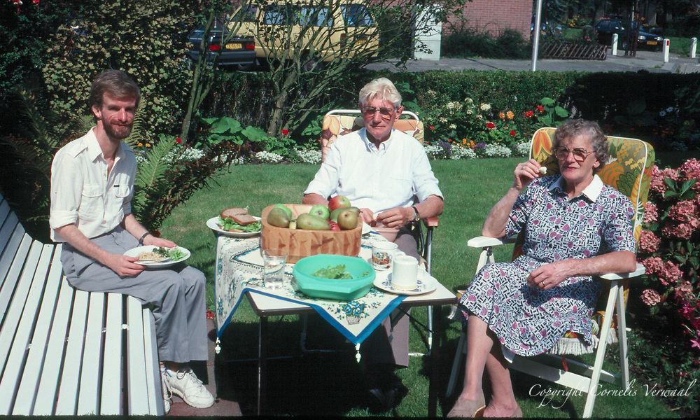 Cornelis, Pa en Ma in de tuin