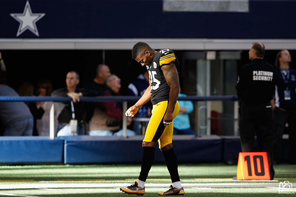 Pittsburgh Steelers free safety Ryan Clark (25) walks in a patch of light before taking on the Dallas Cowboys at Cowboys Stadium in Arlington, Texas, on December 16, 2012.  (Stan Olszewski/The Dallas Morning News)