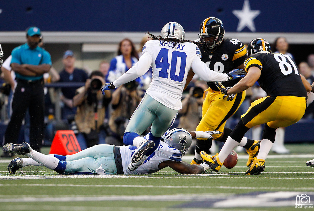 Dallas Cowboys outside linebacker Anthony Spencer (93) dives for a loose ball against the Pittsburgh Steelers at Cowboys Stadium in Arlington, Texas, on December 16, 2012.  (Stan Olszewski/The Dallas Morning News)