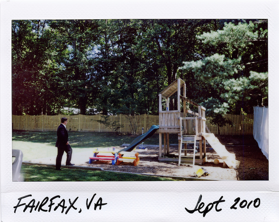 U.S. Secret Service agent provides security for President Barack Obama in yard of a residential house in Fairfax, Virginia, September 13, 2010.