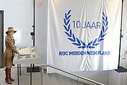 Hare Majesteit Koningin Máxima is donderdagmiddag 27 maart 2014 aanwezig bij de viering van het 10-jarig bestaan van het ROC Midden Nederland in Utrecht. Onderdeel van de viering is de opening van een nieuwe onderwijslocatie die het ROC in januari 2014 in gebruik heeft genomen en waarmee een breder herhuisvestingsproject is afgerond. <br /> <br /> Her Majesty Queen Máxima's  attends the celebration of the 10th anniversary of the ROC Central Netherlands in Utrecht. Part of the celebration is the opening of a new educational venue that the ROC has put into operation in January 2014, and that a broader resettlement project is completed.<br /> <br /> OP de foto / On the photo:  Koningin Maxima verricht de opening met het onthullen van een kunstwerk ///// Queen Maxima performed the opening with the unveiling of an artwork